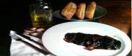 Magret d'ànec amb ceba caramelitzada i salsa de nabius